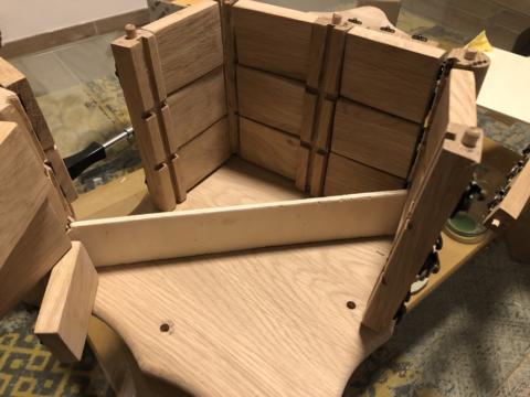 Das Innenaufbau mit Sperrholz