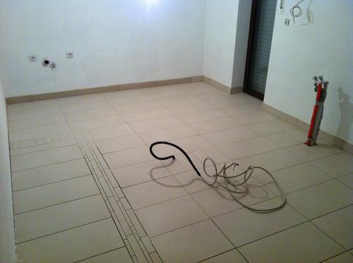 Feinsteinzeug Fliesen in der Küche, mit dem aufwändigem Bodendekor.