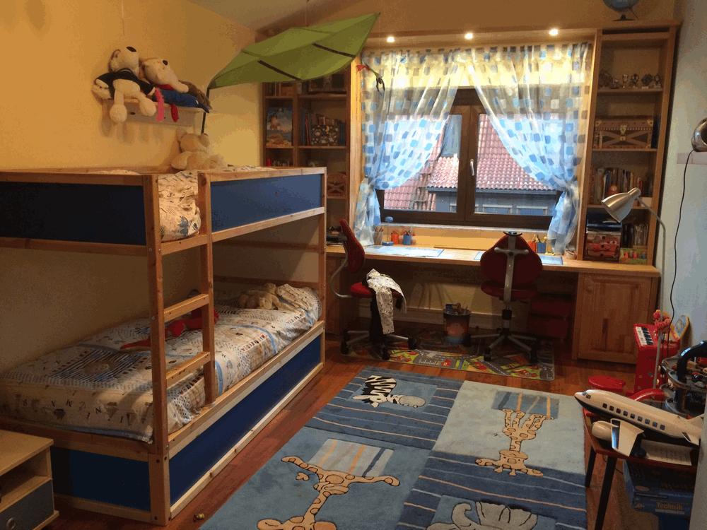 Das Ikea-Bett mit dem selbstgebauten Unterbett