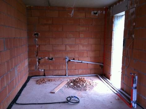 Wasseranschlüße, Abflüße und Elektroinstallation in der Küche