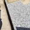 Treppenstufen mit der Granitabdekung ausgleichen