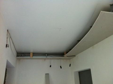 Decke mit Gipskartonplatten abhängen