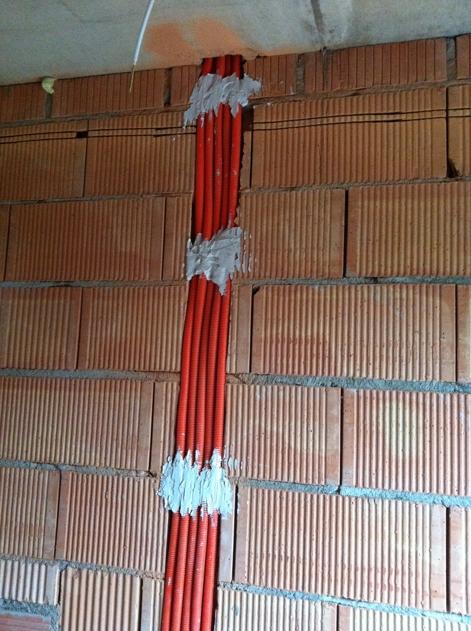 Leerrohre mit KAT 7 Kabel vom OG zum Keller