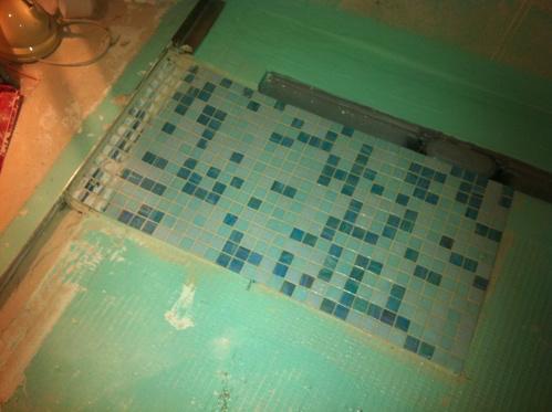 Mosaikfliese als Duschboden