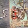 Die undichte Rohrverbindung rausgeschnitten und Reparaturset ersetzt